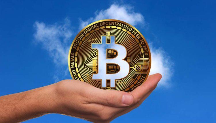 Bitcoin-Muenze-in-der-Hand