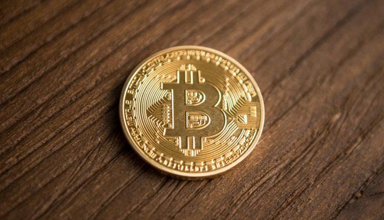Bitcoin-Muenze-Holz