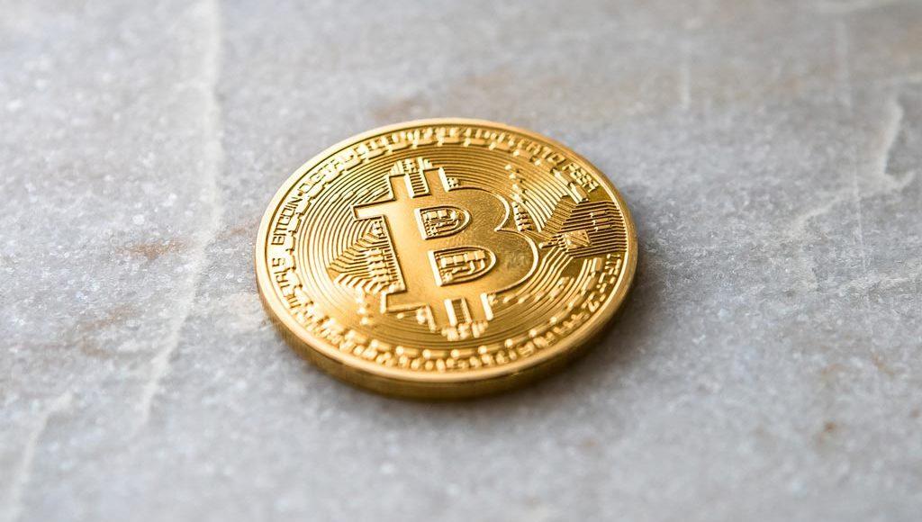 Bitcoin-Muenze-Marmor