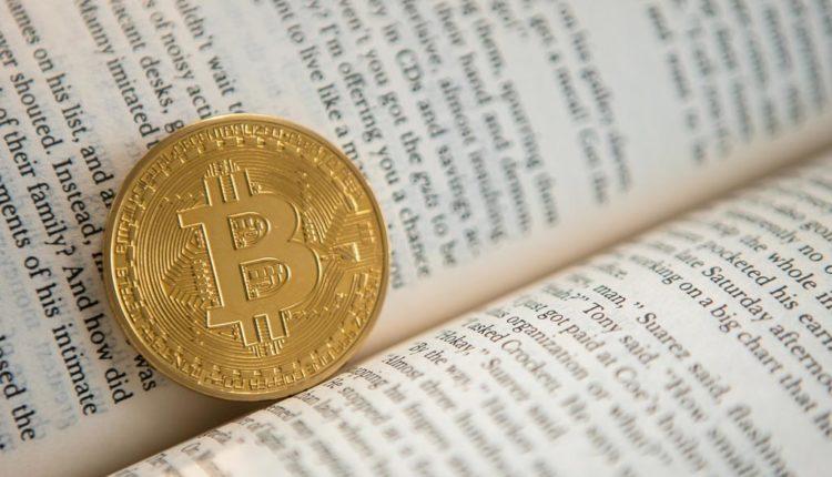 Bitcoin-Muenze-im-Buch