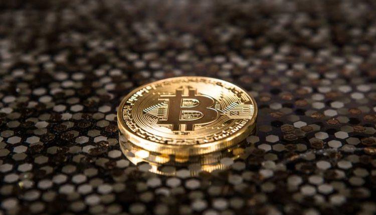 Bitcoin-Muenze-in-Gold