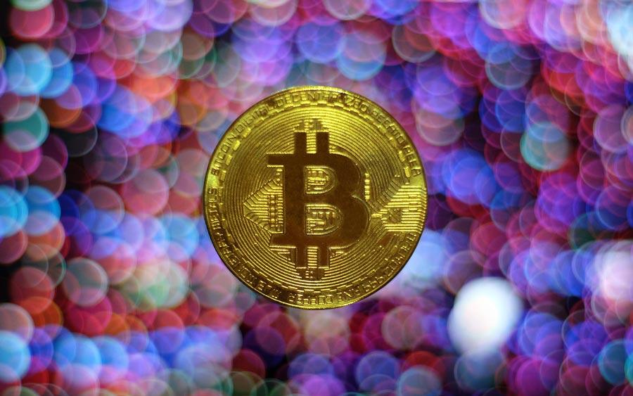 Bitcoin-Muenze-bunter-Hintergrund