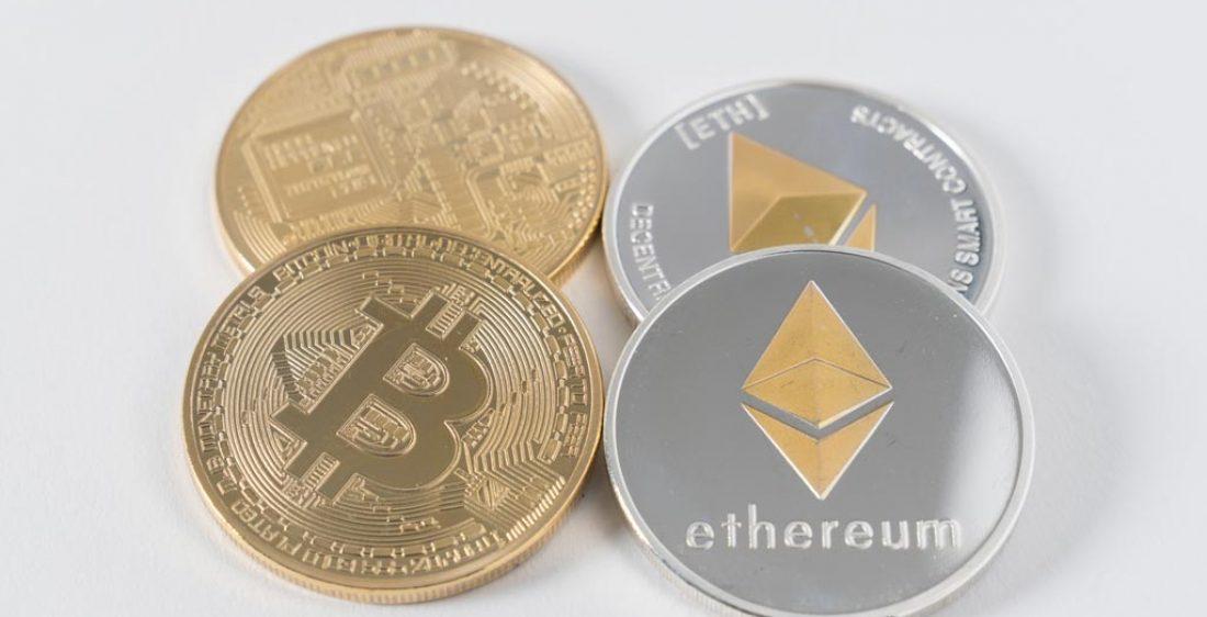 Bitcoin-und-Ethereum-Muenzen